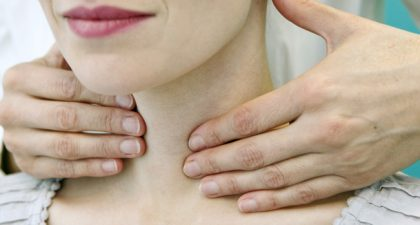 Palpation de la thyroïde